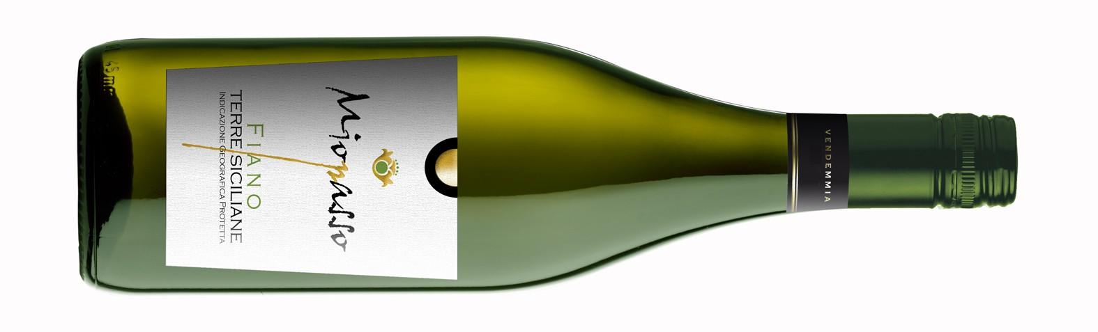 001 Miopasso Fiano bottleshot